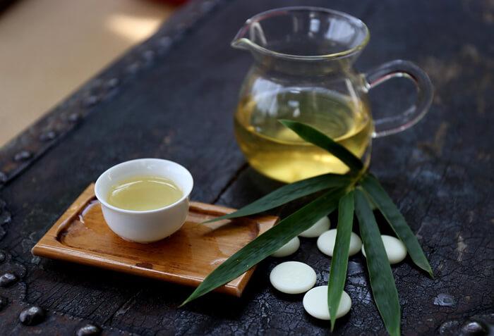 ontzuren met thee, alka thee