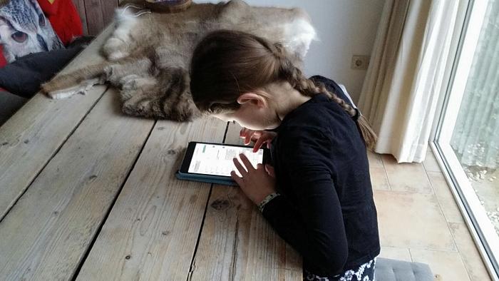 tablet-nek