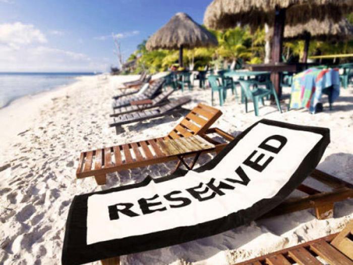 dagje strand handdoek reserved