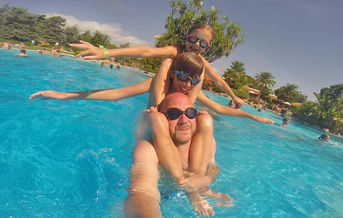 activiteiten met kinderen in het zwembad