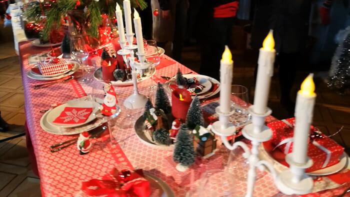 kersttafel dekken in rood wit