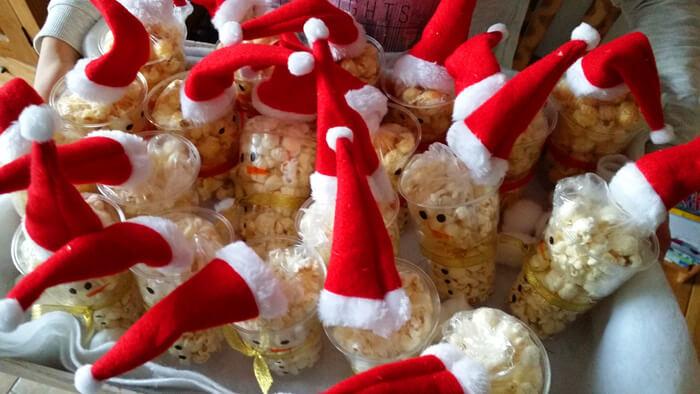 kerst traktatie sneeuwpop met popcorn