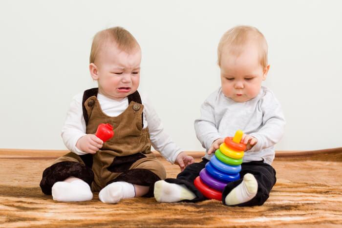 peuter speelgoed samen spelen