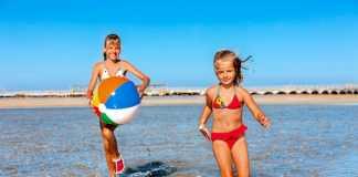 jonge meisjes wel of niet in bikini