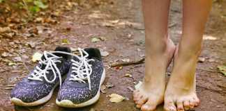 op blote voeten lopen
