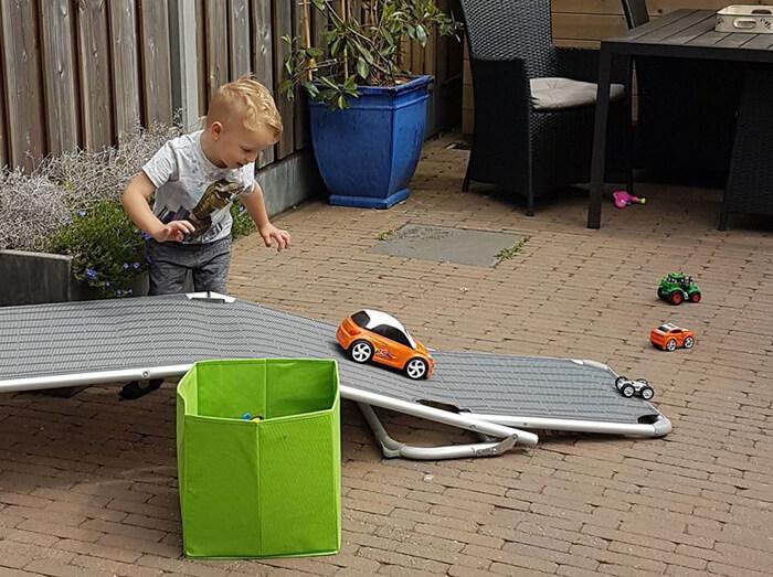 populair buitenspeelgoed met auto's