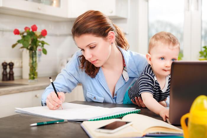 herintredende moeders weer aan het werk