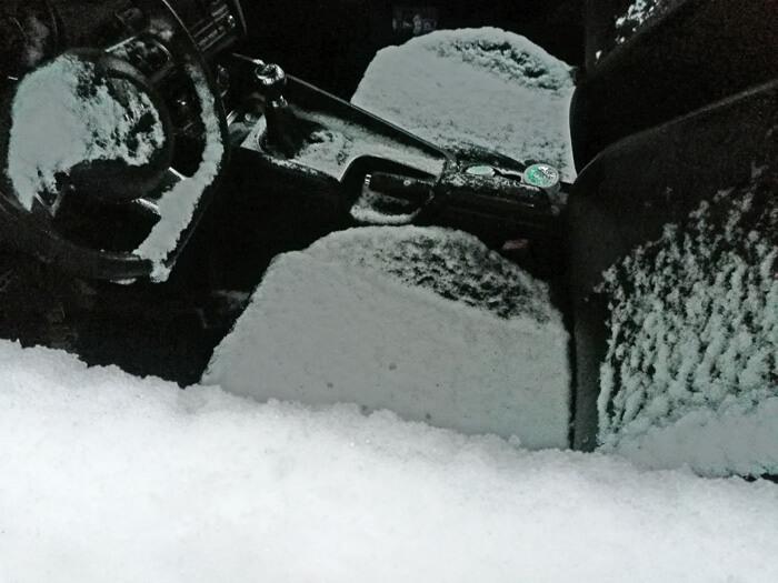 auto vol sneeuw
