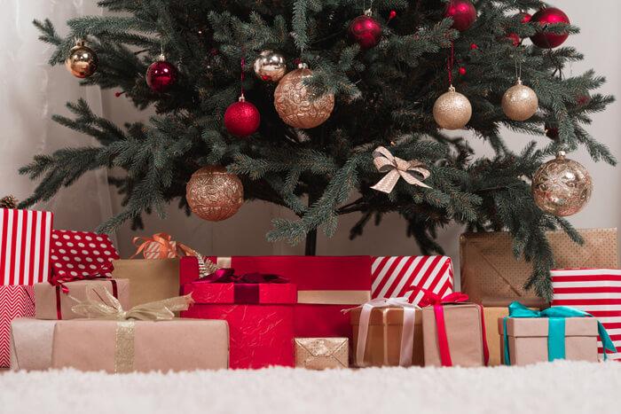 Originele Kerstcadeaus Onder De Kerstboom Voor Het Hele Gezin
