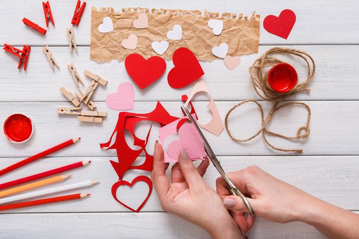Zeer Moederdag cadeau knutselen met twee linkerhanden: 5 makkelijke ideeën &VY82