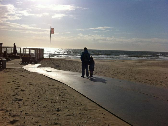 texelse strand uitwaaien in Nederland tijdens herfstvakantie