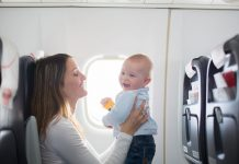 vliegen met jonge kinderen