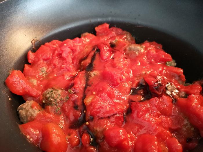 gehaktballetjes in tomatensaus in de slowcooker