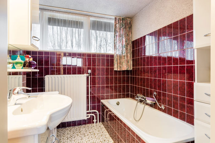 oude badkamer goedkoop opknappen