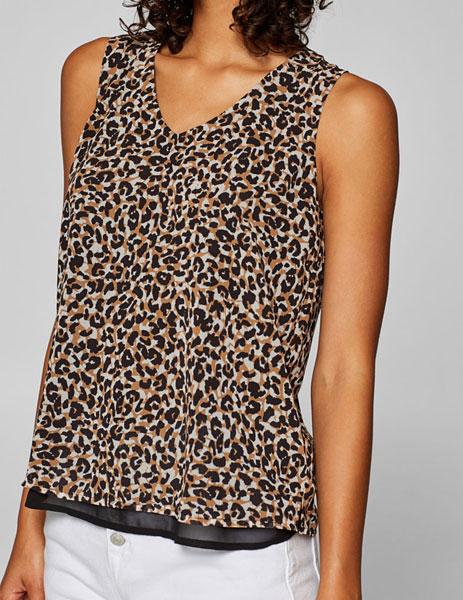 Panterprint kleding kan mooi gecombineerd worden, zoals bijvoorbeeld deze mooie luchtige tijgerprint tuniek