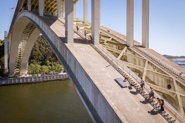 Arrabida brug Porto beklimmen