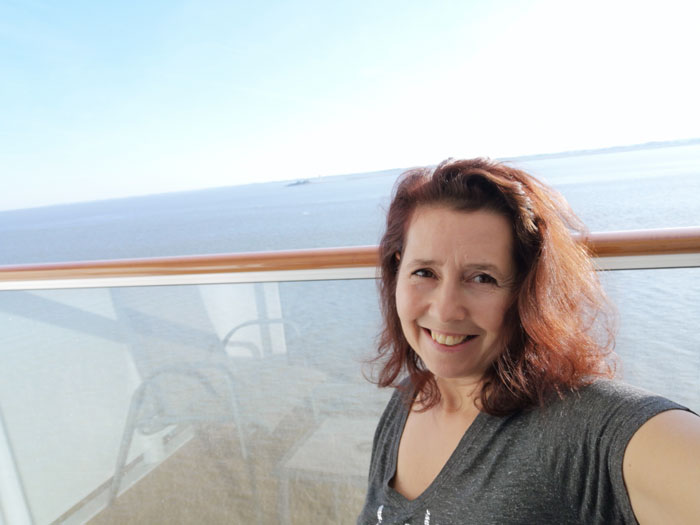cruise maken in hut met balkon