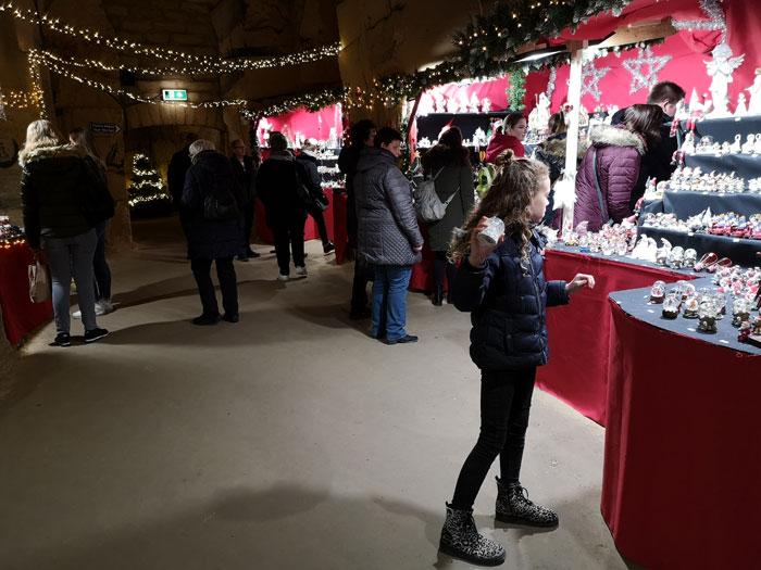 Kerstshoppen in de fluweelengrot Kerststad Valkenburg