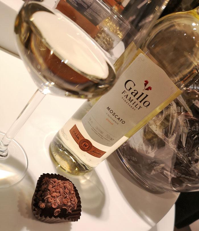 Gallo Moscato wijn combineert heerlijk met bonbons