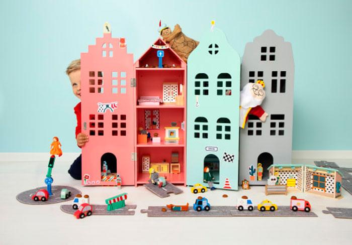 Houten speelgoed grachtenhuisjes bij de Hema