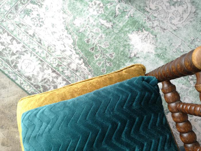 kleurencombinaties met vintage groen vloerkleed