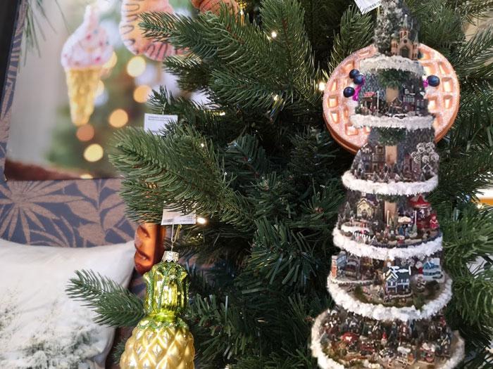 kerstboom met kerstdorp