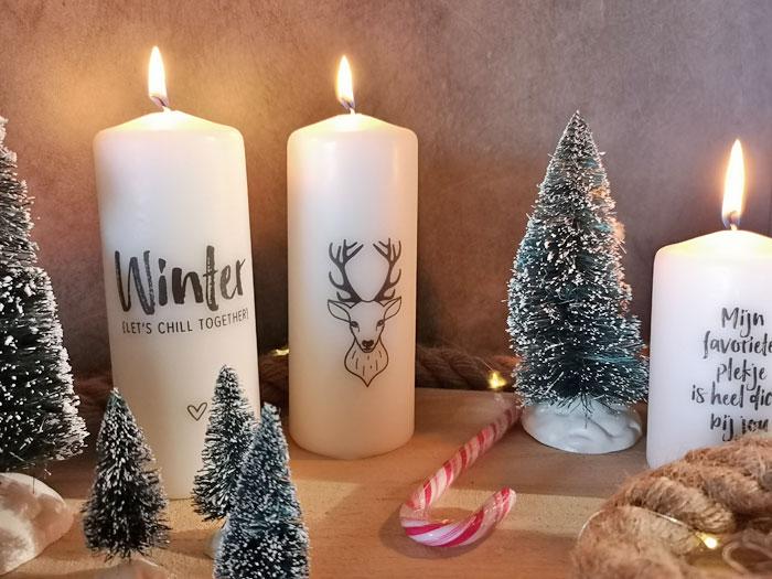 kerstdecoratie, witte kaarsen met zwarte opdruk