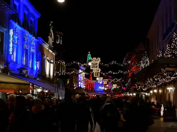 Kerststad Valkenburg bij avond