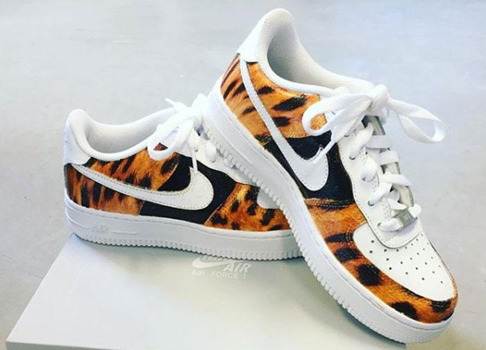 sneakers met een tijgerprint