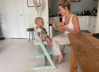 stokke stoel met babyset in soft mint