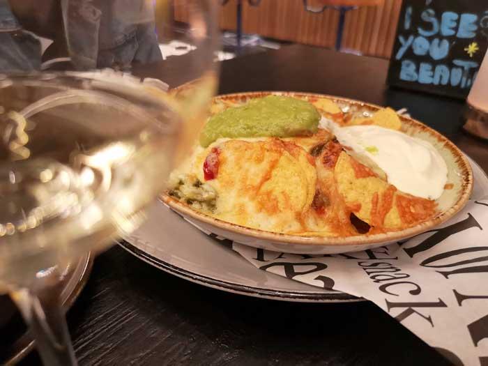 nachos in de sportsbar van het HUP hotel, review eten