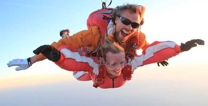 parachutespringen, een van de dingen die je gedaan moet hebben