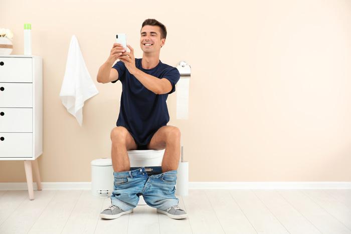 bizarre dingen die we doen tijdens toiletbezoek