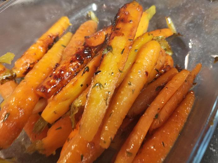 gekarameliseerde wortel met peterselie