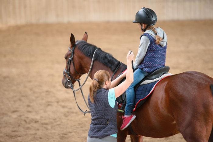 paardrijden voor kinderen, wat kost het, hoeveel tijd kost het en wat heb je nog bij paardrijden?