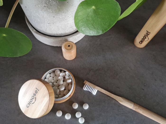 duurzamer je tanden poetsen met tandpasta tabletjes en bamboe tandenborstel