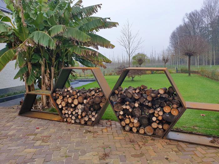 cortenstalen houtopslag voor in de tuin in hononggraat model, 1.50 meter breed en stapelbaar