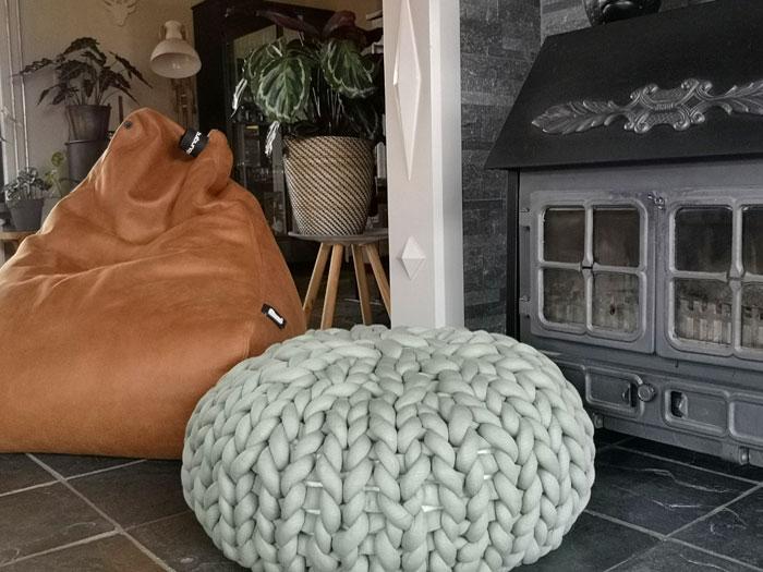 zitzak stoel in de woonkamer pak je er makkelijk bij en zit comfortabel