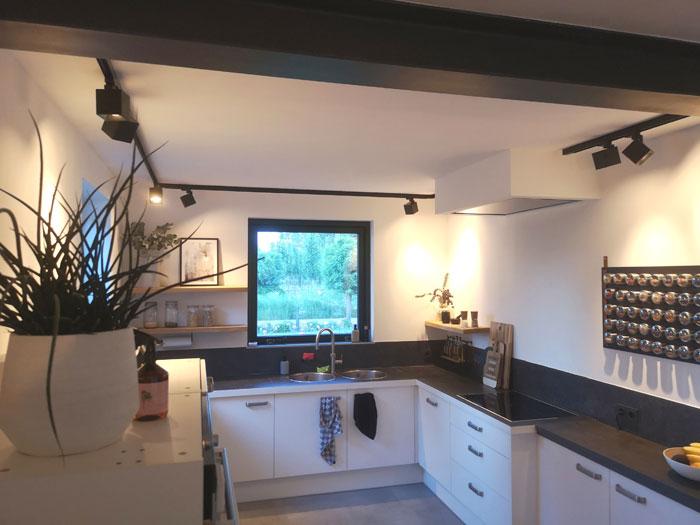 spotjes keuken; zwarte vierkante spotjes met industriele look