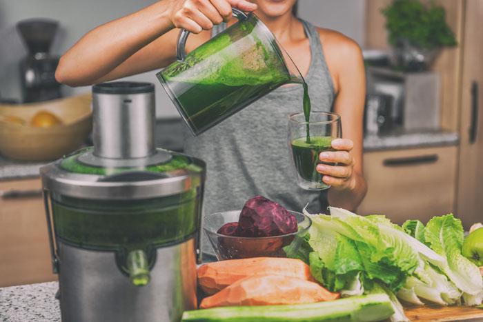 groentesap is gezond. Maak je groentesap zelf of bestel ze online voor een boost van je gezondheid