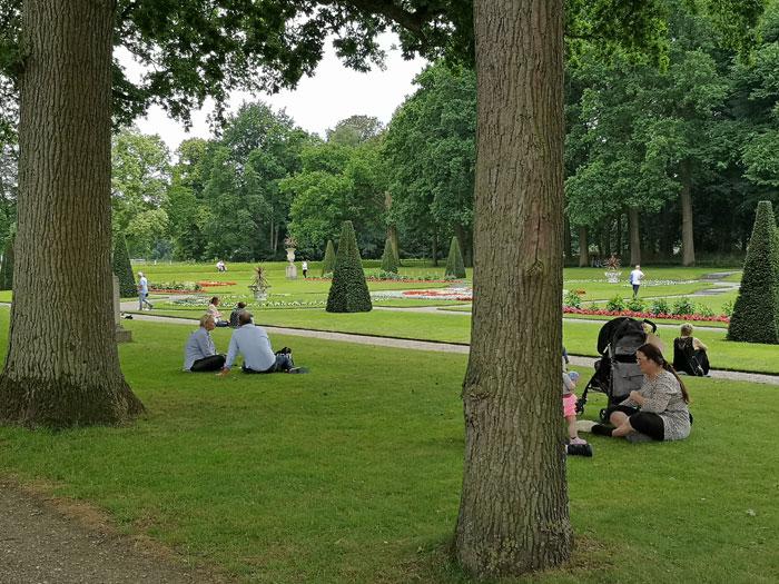 Picknicken in de tuinen van kasteel de Haar