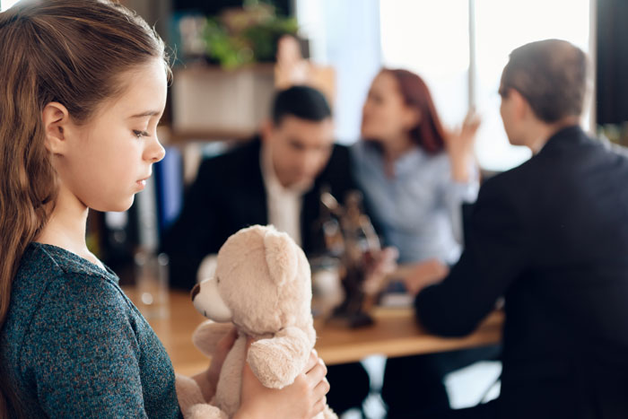 Scheiden en kinderen; dit moet je regelen bij de belastingdienst