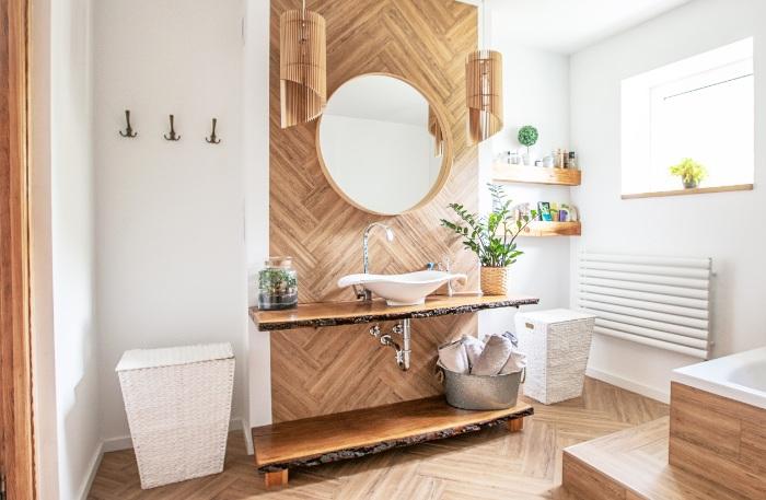 vinyl in badkamer op de vloer en op de wand, de voor- en nadelen op een rijtje