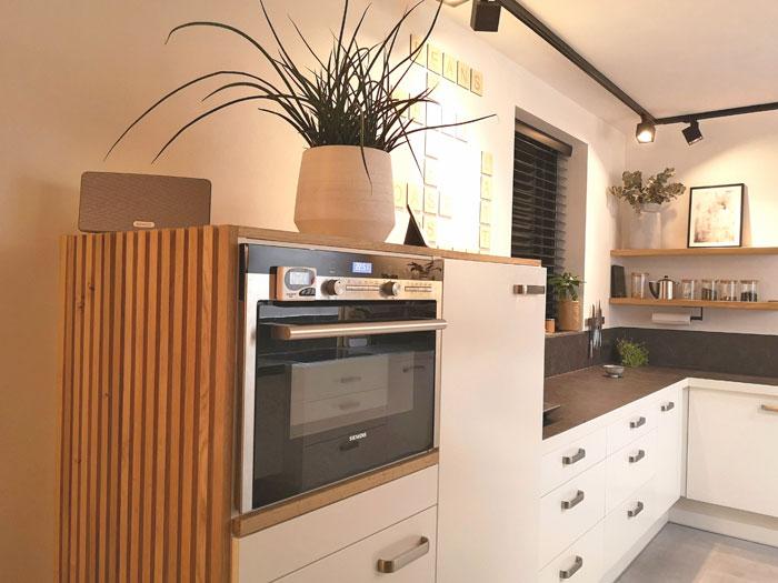 Zelf maken zijwand keuken houten latjes